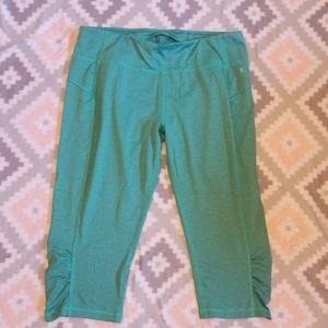 EUC! Women's Striped Fitted Capris Size Large